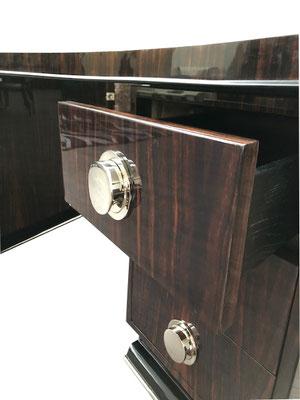 Exklusiver Schreibtisch in braun und gold mit Glanz Detailansicht