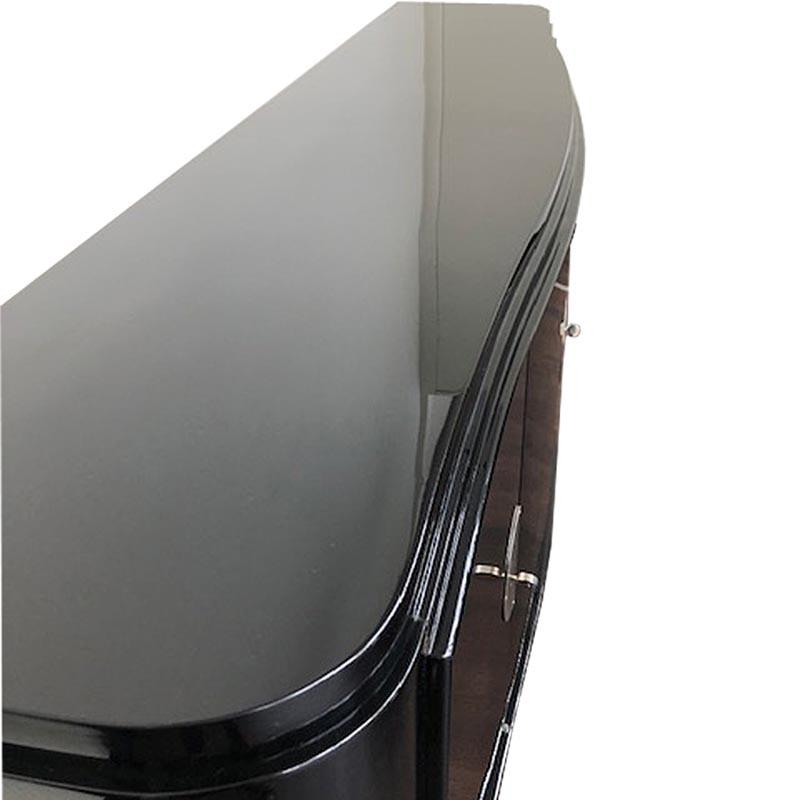 Sideboard mit geschwungener Form in schwarz Detailansicht