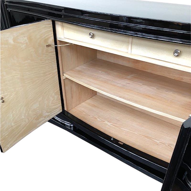 Sideboard geöffnet mit geschwungener Form in schwarz Detailansicht