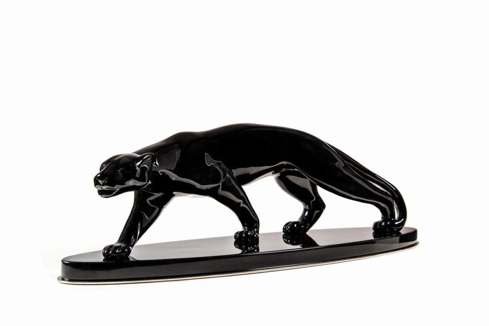 Große Pantherskulptur in lackbeschichtetem Gips nach Salvatore Melani.