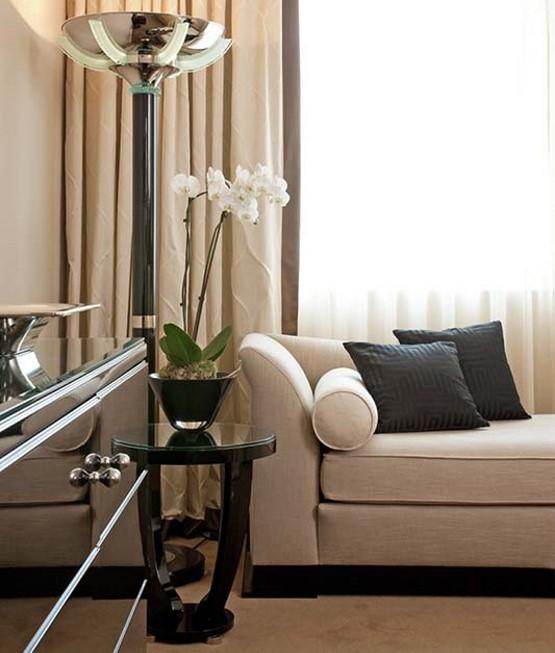 Wohnzimmer Inspiration Detailaufnahme von Sofa und Sideboard Art Deco