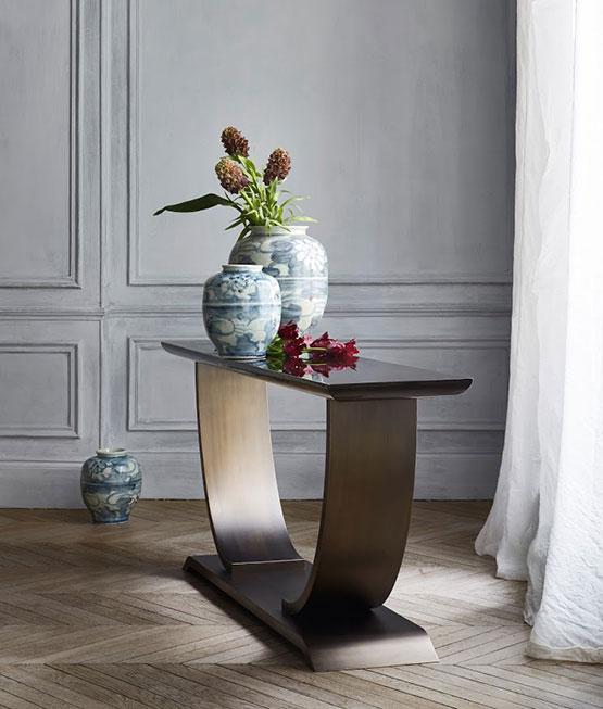 Art Deco Konsole mit Dekoration