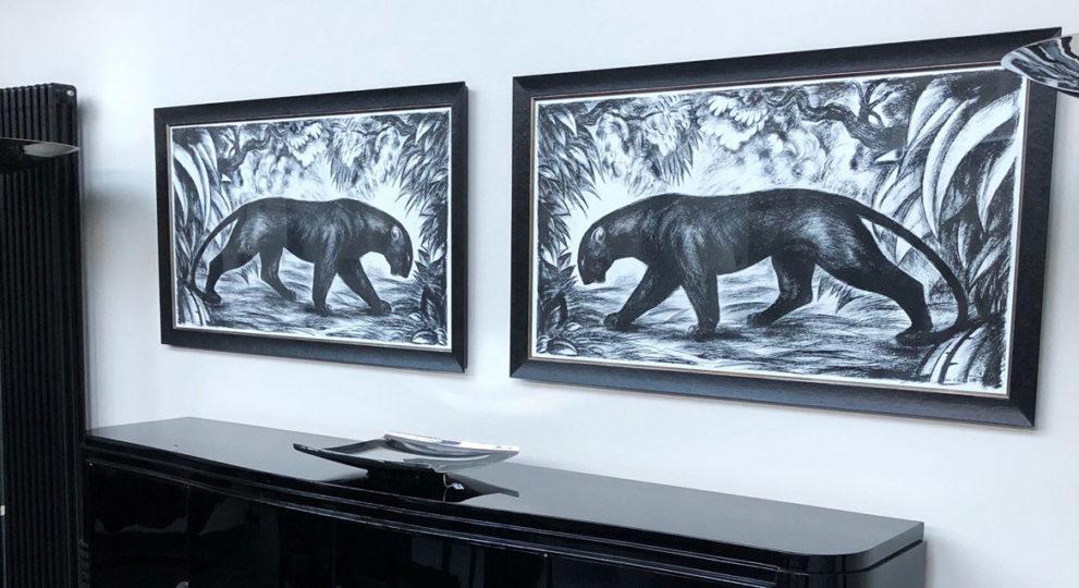 Sideboard in schwarz-lack und Dekoration