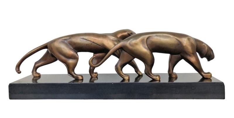 Panther Skulptur in patinierter Bronze, signiert Decoux. Frankreich, 1920er Jahre. €6.800,00