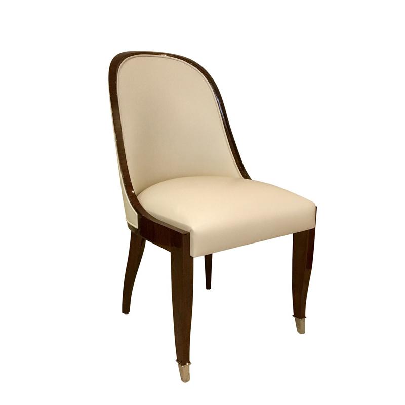 Stuhl mit Fußkappen ST102. B.51 x T.61 x H.95 cm