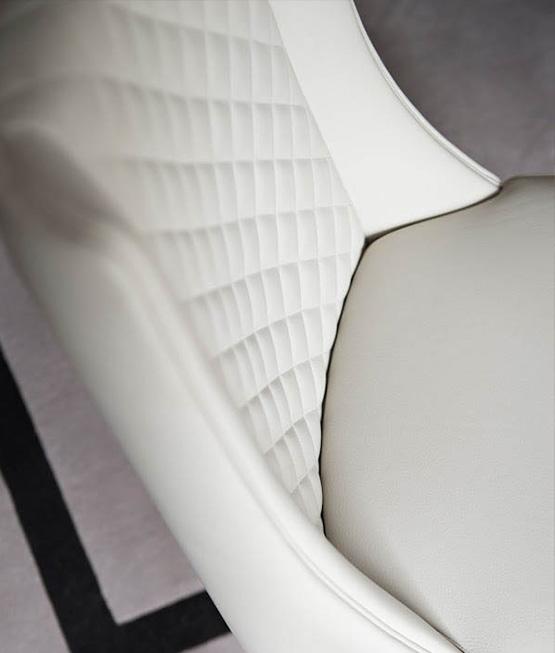 Stuhl in beige Detailansicht