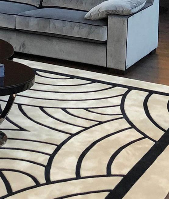 Detailaufnahme von Teppich in beige schwarz