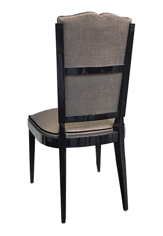 Stuhl Hinteransicht 555x800