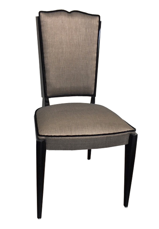 Stuhl Vorderansicht 555x800