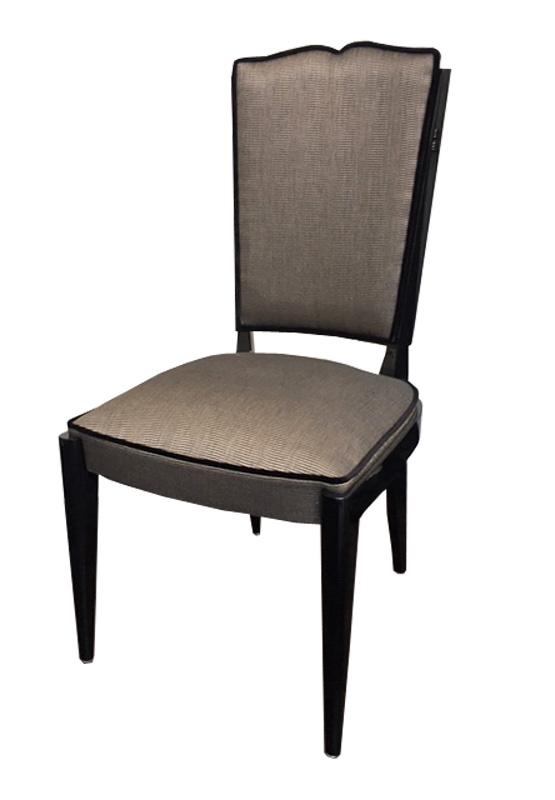 Stuhl braun schwarz Vorderansicht