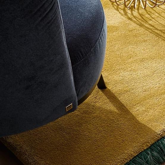 Detailaufnahme von Stuhl in grau