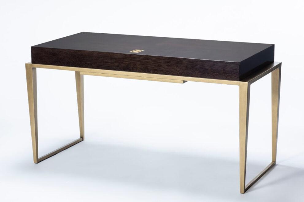 Schreibtisch Conti-SG brauner Platte und goldenen Beinen 1320x880
