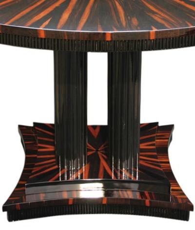 Tisch T008 in braun schwarz Detail mitte