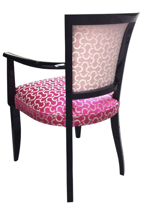 Stuhl ST014A, Ausführung Schwarzlack/ Hochglanz. Bezugsstoff: DEDAR