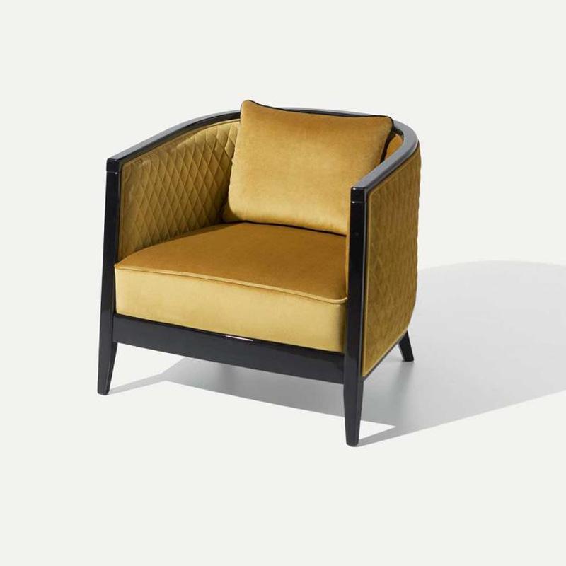 Sessel Saten in den Farben goldgelb schwarz
