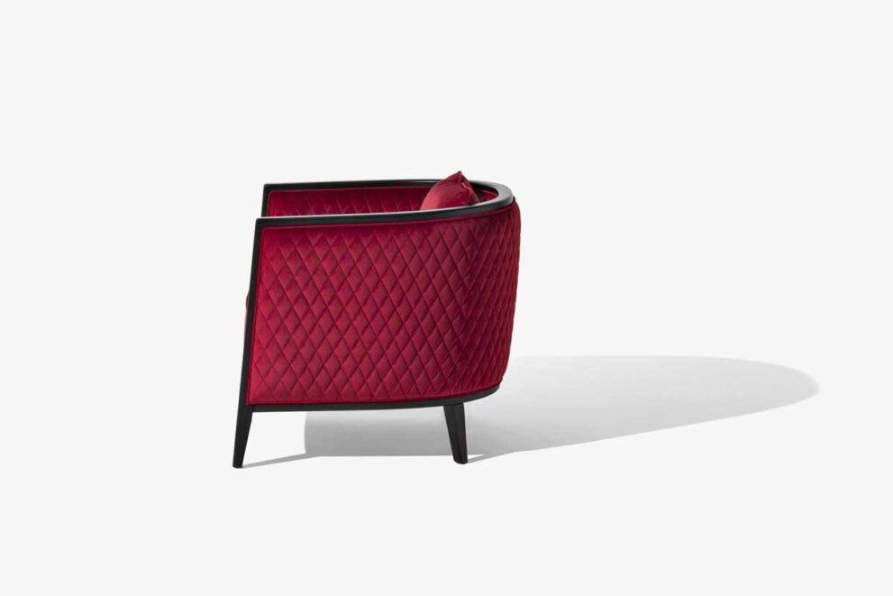 Sessel Saten in der Farbe rot schwarz Seitenansicht