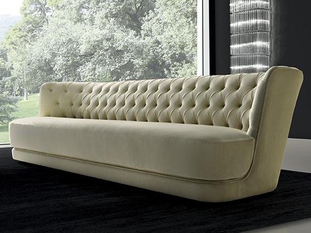 Sofa Royale mit kaponiertem Rücken