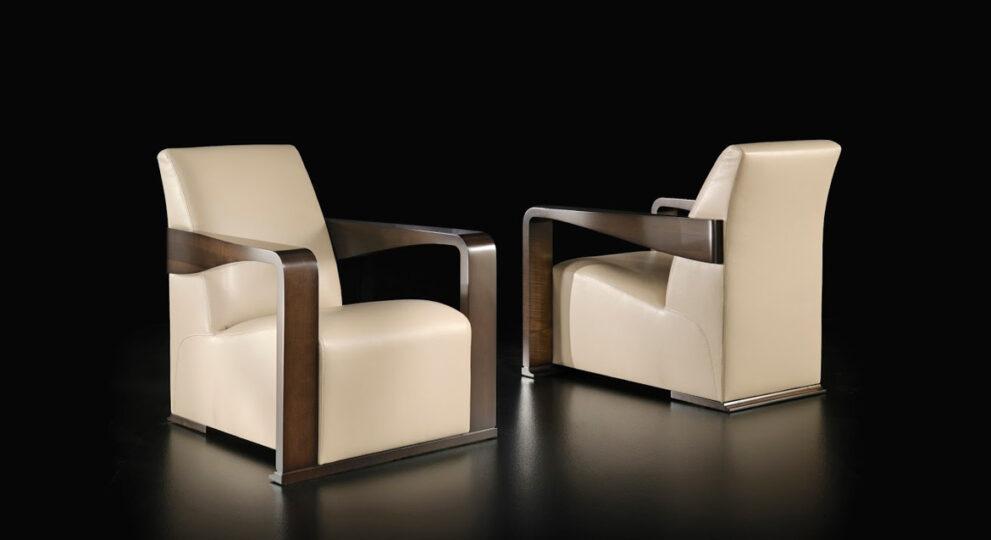 zwei Sessel in beige braun