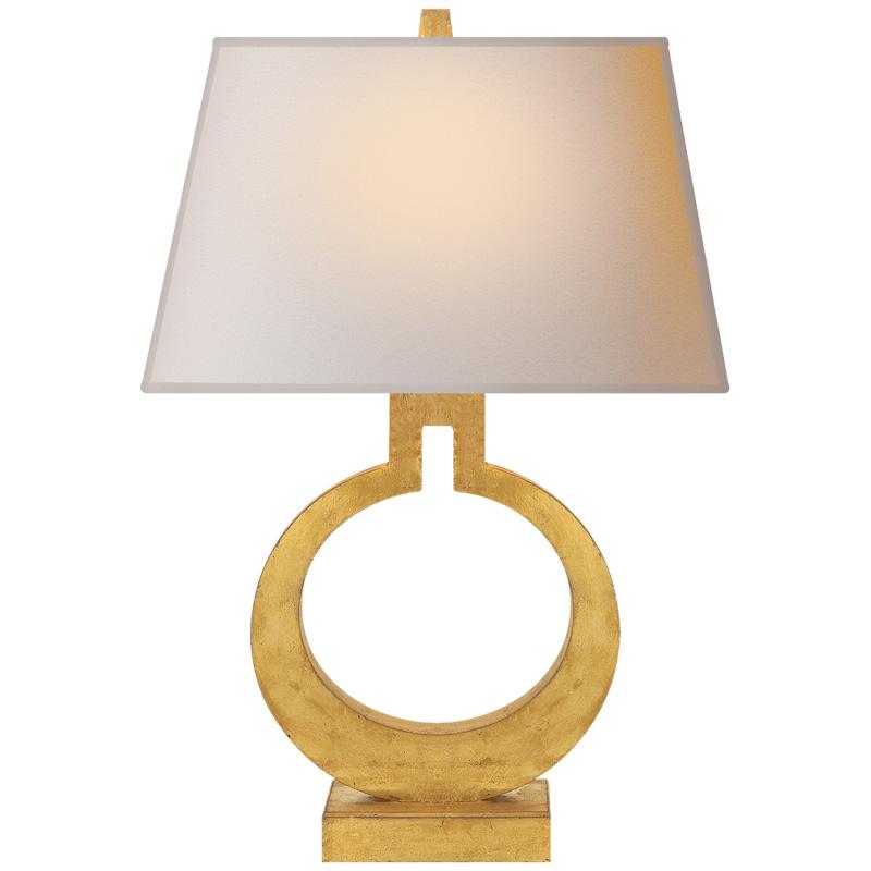 Tischlampe in Form eines Ringes in gold beige