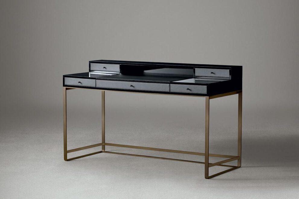 Schreibtisch in grau schwarz mit goldenen Beinen
