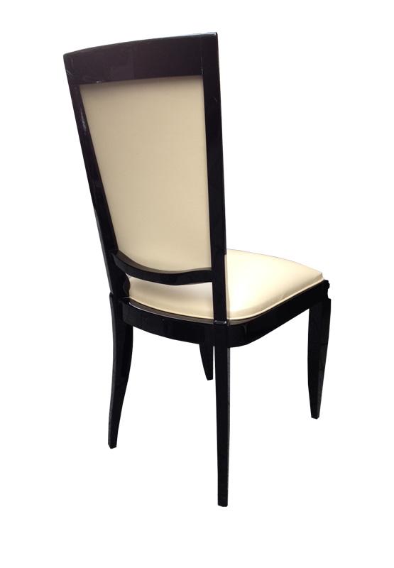 Stuhl in beige und schwarz Rückenansicht
