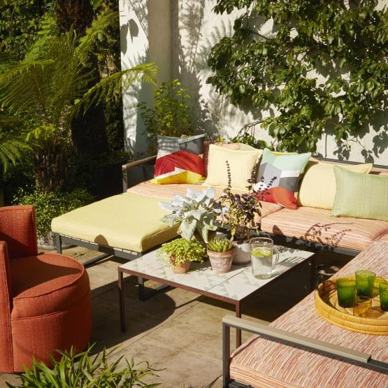 Indoor und Outdoormöbel mit Stoffen von Jim Thompson